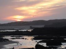 Ατλαντικός Ωκεανός πέρα από το ηλιοβασίλεμα Στοκ εικόνες με δικαίωμα ελεύθερης χρήσης