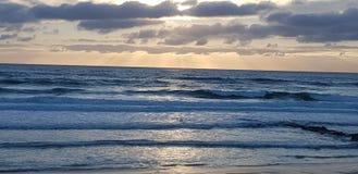 Ατλαντικός Ωκεανός πέρα από το ηλιοβασίλεμα στοκ εικόνα με δικαίωμα ελεύθερης χρήσης