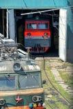 Ατμομηχανές στην επισκευή στο υπόστεγο εργοστασίων Στοκ εικόνα με δικαίωμα ελεύθερης χρήσης