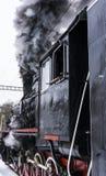 Ατμομηχανή ατμού με το μαύρο καπνό στοκ εικόνες