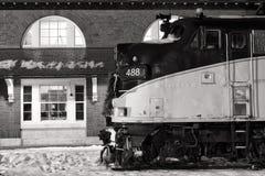 Ατμομηχανή στο σταθμό τρένου Στοκ εικόνα με δικαίωμα ελεύθερης χρήσης