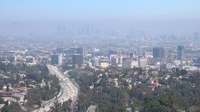 Ατμοσφαιρική ρύπανση αιθαλομίχλης σε Hollywood και το στο κέντρο της πόλης Λος Άντζελες απόθεμα βίντεο