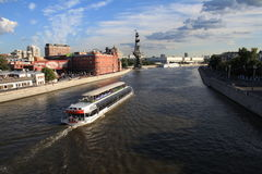 Ατμόπλοιο στον ποταμό Στοκ εικόνα με δικαίωμα ελεύθερης χρήσης