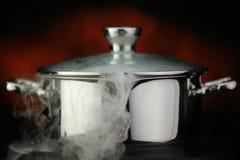 Ατμός πέρα από το μαγείρεμα του δοχείου Στοκ φωτογραφία με δικαίωμα ελεύθερης χρήσης
