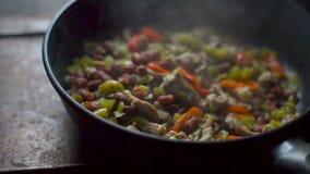 Ατμός πέρα από το τελειωμένο fajita Μεξικάνικα τρόφιμα βίντεο απόθεμα βίντεο