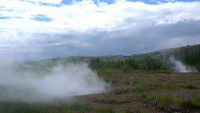 Ατμός που αυξάνεται από το καυτό ελατήριο στην Ισλανδία φιλμ μικρού μήκους