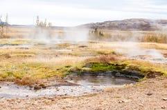 Ατμός που βγαίνει από μικρό geyser στην περιοχή geysir, Ισλανδία Στοκ Εικόνες