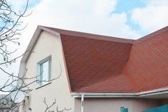 Αττικές λεπτομέρειες στεγανοποίησης προβληματικής περιοχής σπιτιών βοτσάλων ασφάλτου Προβληματικές περιοχές για το υλικό κατασκευ στοκ εικόνες