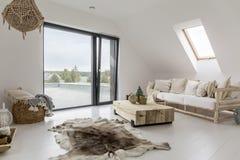Αττικό δωμάτιο με το μπαλκόνι Στοκ Εικόνα
