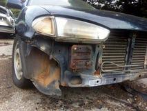 Ατύχημα αυτοκινήτων στον τάφο νεκροταφείων Στοκ εικόνες με δικαίωμα ελεύθερης χρήσης