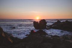 Ατλαντικός Ωκεανός πέρα από το ηλιοβασίλεμα Στοκ Εικόνα