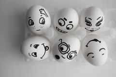 Αυγά αστεία με την έννοια προσώπων των φίλων ξενώνων Στοκ εικόνες με δικαίωμα ελεύθερης χρήσης