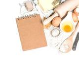 Αυγά, αλεύρι, ζάχαρη, βούτυρο, ζύμη και συνταγή συστατικών ψησίματος Στοκ φωτογραφία με δικαίωμα ελεύθερης χρήσης