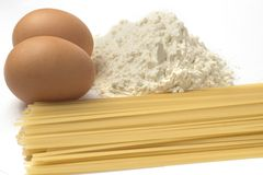 Αυγά και ζυμαρικά αλευριού Στοκ Εικόνες