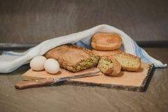 Αυγά και ψωμί Στοκ εικόνα με δικαίωμα ελεύθερης χρήσης