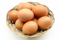 αυγά καλαθιών αρκετά Στοκ εικόνες με δικαίωμα ελεύθερης χρήσης