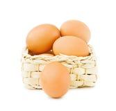 αυγά καλαθιών φρέσκα Στοκ εικόνες με δικαίωμα ελεύθερης χρήσης