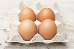 Αυγά με τα μεγάλα, φωτεινά κόκκινα αυγά, μη τοξικά στοκ εικόνες