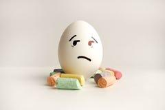 Αυγά με τα χρωματισμένα πρόσωπα Φωτογραφία για το σχέδιό σας Στοκ φωτογραφίες με δικαίωμα ελεύθερης χρήσης