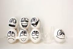 Αυγά με τα χρωματισμένα πρόσωπα Φωτογραφία για το σχέδιό σας Στοκ εικόνες με δικαίωμα ελεύθερης χρήσης