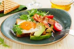 αυγά μπέϊκον που ανακατώνο Στοκ Εικόνες