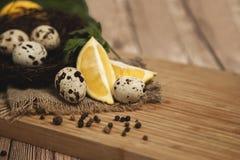 Αυγά ορτυκιών και τηγανισμένα αυγά ορτυκιών εύγευστου Στοκ Εικόνα