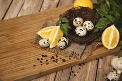 Αυγά ορτυκιών και τηγανισμένα αυγά ορτυκιών εύγευστου Στοκ Εικόνες