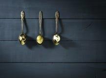 Αυγά ορτυκιών στα παλαιά κουτάλια Στοκ φωτογραφία με δικαίωμα ελεύθερης χρήσης