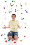 αυγά Πάσχας αγοριών που πέ&phi Στοκ Φωτογραφίες