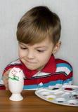 αυγά Πάσχας αγοριών Στοκ εικόνα με δικαίωμα ελεύθερης χρήσης