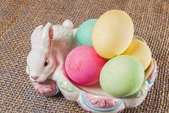 Αυγά Πάσχας, λαγουδάκι, κύπελλο Στοκ εικόνα με δικαίωμα ελεύθερης χρήσης