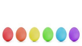 Αυγά Πάσχας διαταγής ουράνιων τόξων σε μια σειρά Στοκ Φωτογραφία