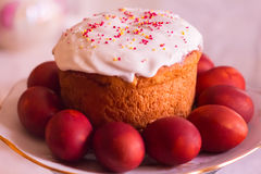 αυγά Πάσχας κέικ που χρωμ&alpha Στοκ Εικόνα