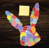 Αυγά Πάσχας με ένα σχέδιο με μορφή ενός κουνελιού Κενό κίτρινο φύλλο του εγγράφου για τις σημειώσεις sticker Ευχετήρια κάρτα για  διανυσματική απεικόνιση