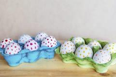 Αυγά Πάσχας με τα κόκκινα και κίτρινα σημεία Στοκ εικόνες με δικαίωμα ελεύθερης χρήσης