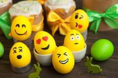 Αυγά Πάσχας με τα πρόσωπα smiley Στοκ φωτογραφία με δικαίωμα ελεύθερης χρήσης