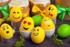 Αυγά Πάσχας με τα πρόσωπα smiley Στοκ φωτογραφίες με δικαίωμα ελεύθερης χρήσης