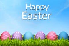 Αυγά Πάσχας με τον ευτυχή χαιρετισμό Πάσχας Στοκ Φωτογραφία