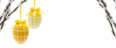 Αυγά Πάσχας με το φοίνικα catkin στοκ φωτογραφίες