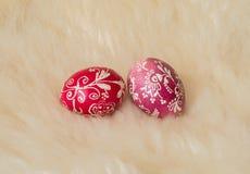 Αυγά Πάσχας που χρωματίζονται με τον παραδοσιακό τρόπο Στοκ φωτογραφία με δικαίωμα ελεύθερης χρήσης