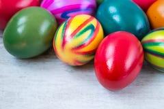 αυγά Πάσχας που χρωματίζονται Στοκ Φωτογραφίες