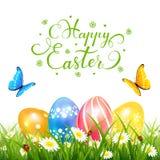 Αυγά Πάσχας στη χλόη και τις πεταλούδες