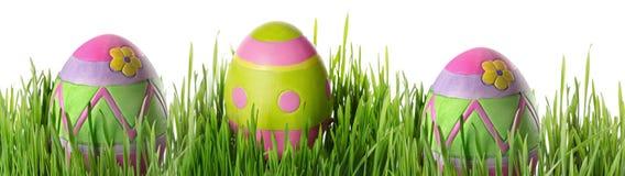 Αυγά Πάσχας στη χλόη Στοκ φωτογραφίες με δικαίωμα ελεύθερης χρήσης