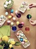 Αυγά Πάσχας στον πίνακα Στοκ εικόνα με δικαίωμα ελεύθερης χρήσης