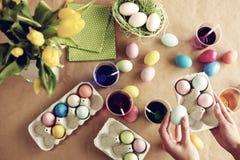 Αυγά Πάσχας στον πίνακα Στοκ Φωτογραφία