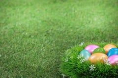 Αυγά Πάσχας στο λιβάδι Στοκ φωτογραφία με δικαίωμα ελεύθερης χρήσης