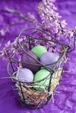 Αυγά Πάσχας στο καλάθι Στοκ φωτογραφία με δικαίωμα ελεύθερης χρήσης