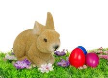 Αυγά Πάσχας στο λιβάδι λουλουδιών Στοκ φωτογραφία με δικαίωμα ελεύθερης χρήσης