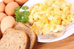 αυγά που ανακατώνονται Στοκ φωτογραφίες με δικαίωμα ελεύθερης χρήσης