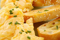 αυγά που ανακατώνονται Στοκ Εικόνες